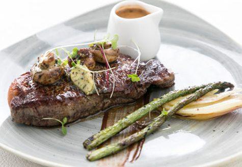 Steak with asparagus and sauce